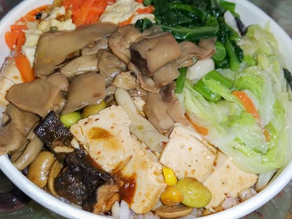 立心蔬食堂|台中大里平價素食|天然養生|中藥湯底|料多味美