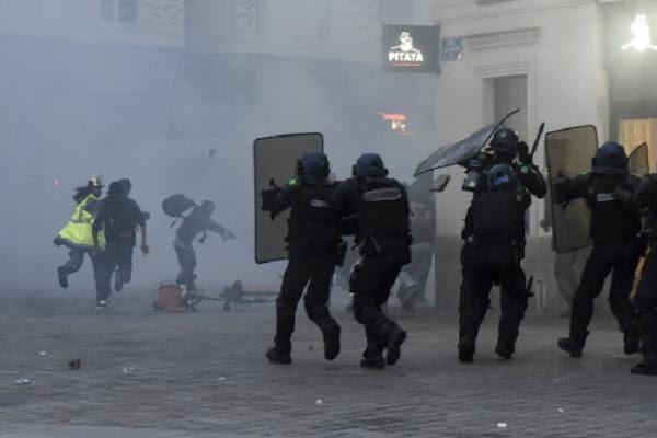 """""""Violences policières"""" : des associations et médias français approchés par une officine d'influence russe"""