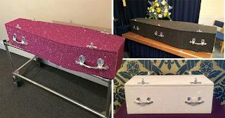 Γραφείο κηδειών φτιάχνει φέρετρα με χρωματιστά γκλίτερ για να λάμψετε και μετά θάνατον