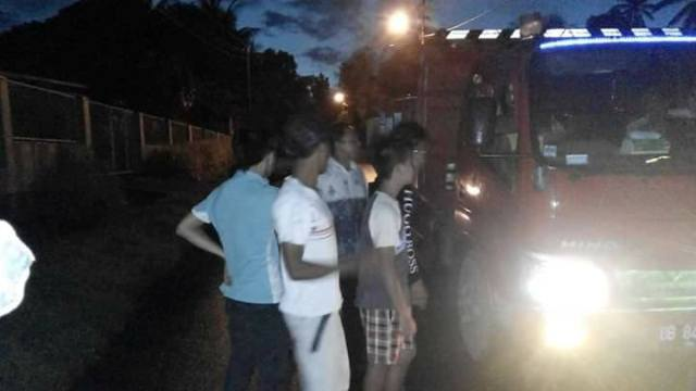 Diduga Tak Berizin, Kendaraan Galian C Kumersot di Sweeping Warga