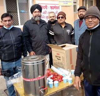जिन्दगी फाउंडेशन ने जिला अस्पताल में गरीब मरीजों में वितरित किया चाय बिस्कुट