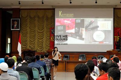 """Jasa konsultan dan pembicara di bidang """"creative economy"""" untuk event  formal maupun informal"""