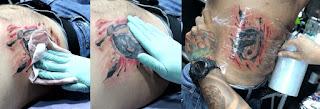 Proteger el tatuaje con film transparente