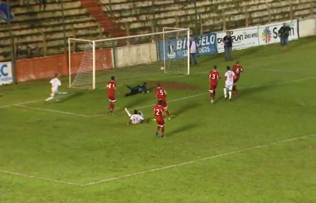 Segundo gol do Barretos de Zezinho - Foto de Frame do vídeo do jogo - Futebol Total