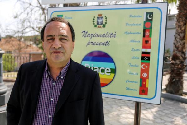 Criminalisation de l'aide aux migrants : un maire italien condamné à treize ans de prison