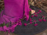 http://susimiu.es/tutorial-de-alfombra-de-ganchillo-xxl-combinada-con-flores-de-ganchillo/