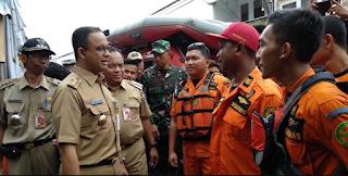 Gagal Atasi Banjir DKI Jakarta, Tagar #KartuMerahUntuk4nies Trending di Twitter