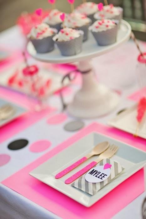 beaux mariages un anniversaire de princesse en fuchsia gris et rose. Black Bedroom Furniture Sets. Home Design Ideas