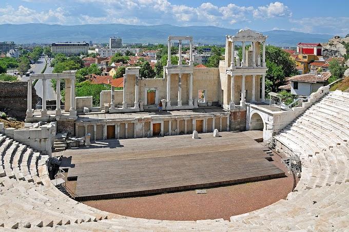 Πάλι στο αρχαίο θέατρο στη Φιλιππούπολη, της Βουλγαρίας,επιγραφή στα ελληνικά βρήκαν αλλά και παλαιότερο είναι από ότι πίστευαν