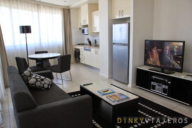 Meriton Serviced Apartments – Kent Street. Salón