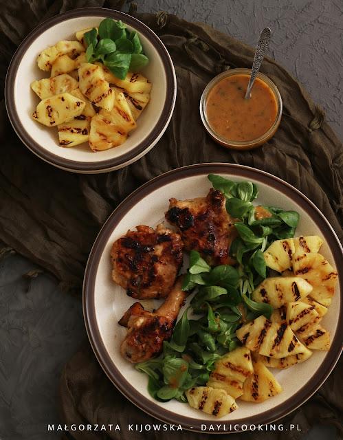 przepis na kurczaka z grilla, marynata do kurczaka przepis, grillowany ananas, jak obrać ananas
