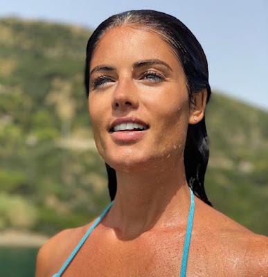 Daniela Ferolla conduttrice TV mare sole oggi 11 agosto