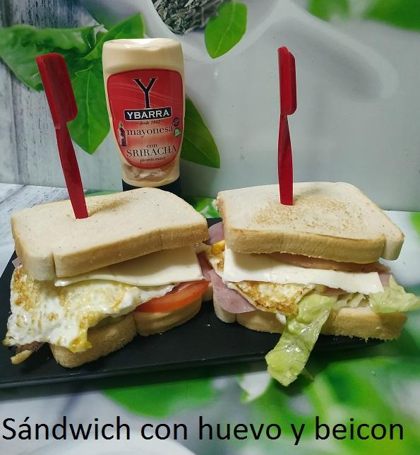 Sándwich con huevo y beicon