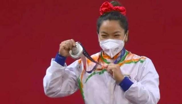 Tokyo Olympics 2020 : मीराबाई चानू ने रचा इतिहास, वेटलिफ्टिंग में  भारत को  दिलाया सिल्वर मेडल