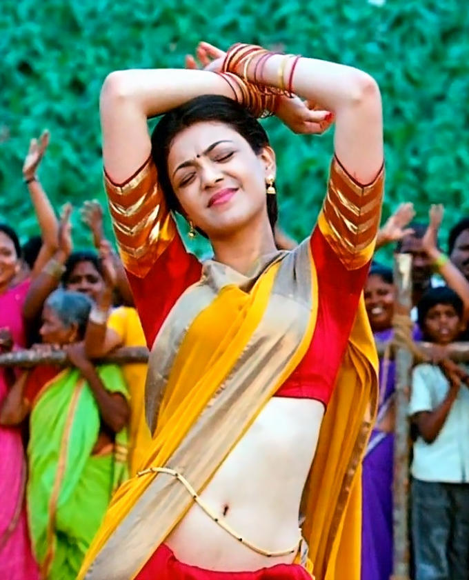 Kajal Aggarwal Looks amazing in hot saree