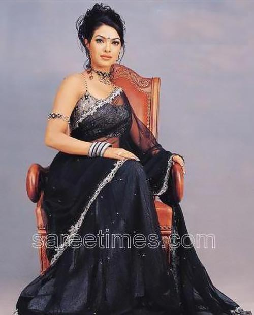 priyanka chopra rare old photo in saree bollywood actress