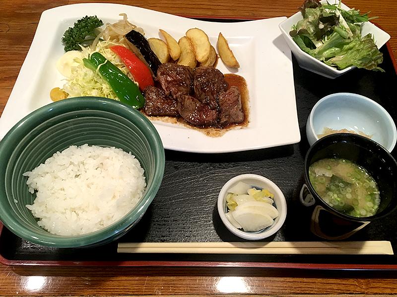 神楽坂の季節料理 季乃香の牛さがりステーキ定食