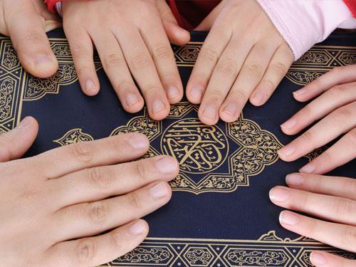 Membangun keluarga taqwa, taat pada ajaran Islam