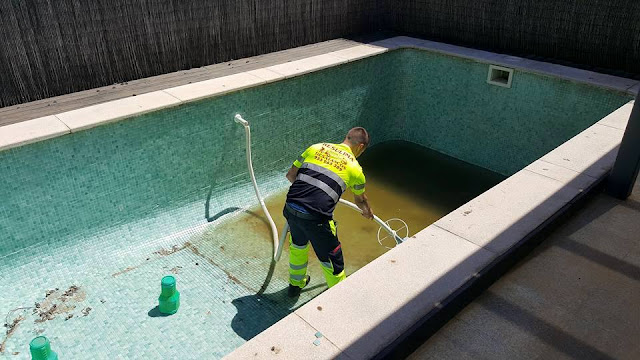 vaciado y limpieza piscinas Sevilla