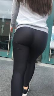 Nalgonas vía pública calzas entalladas