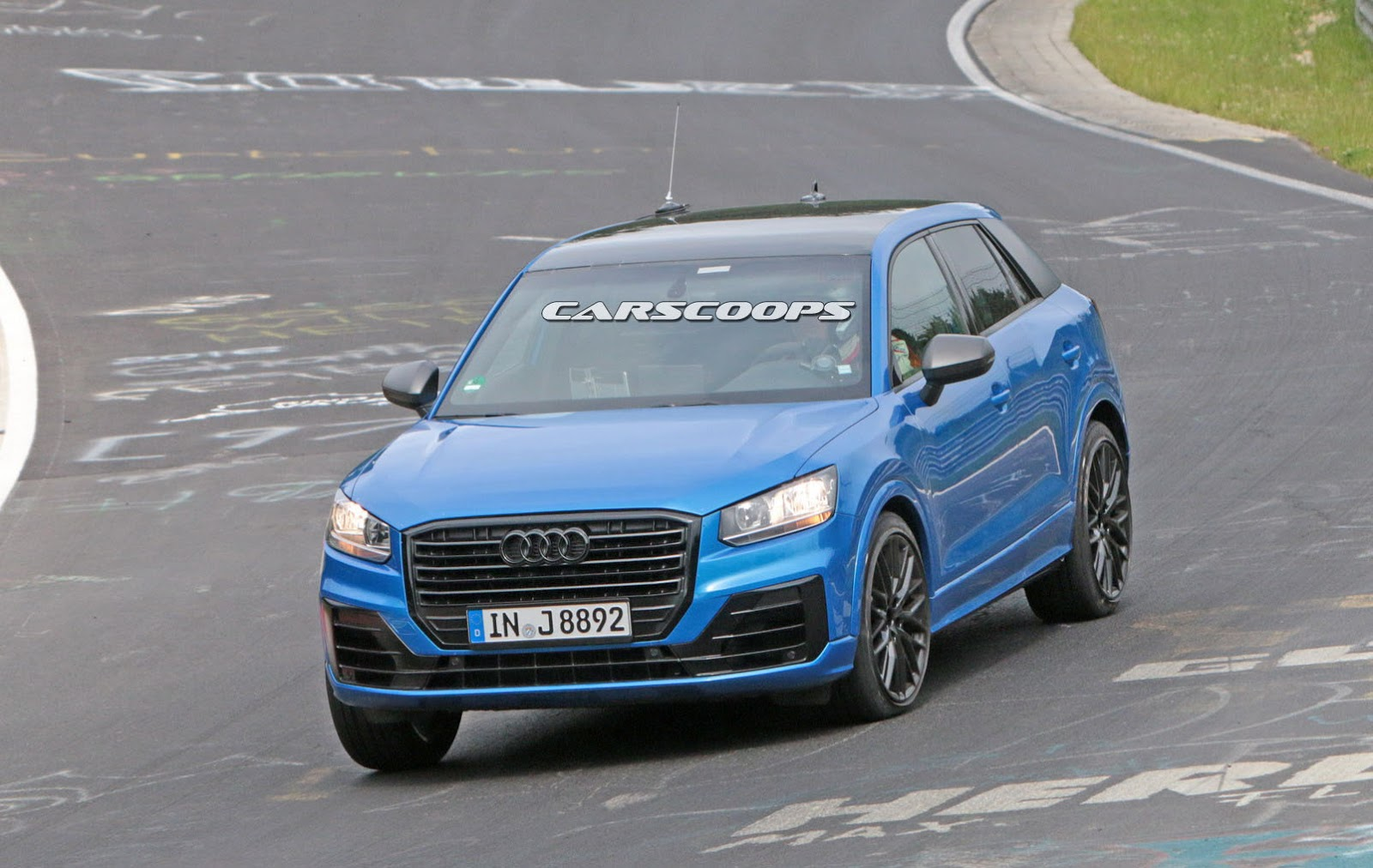 hot audi sq2 caught naked at the nurburgring carscoops. Black Bedroom Furniture Sets. Home Design Ideas