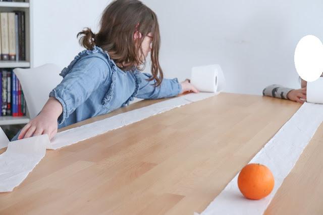 activité enfant avec rouleau de papier toilettes