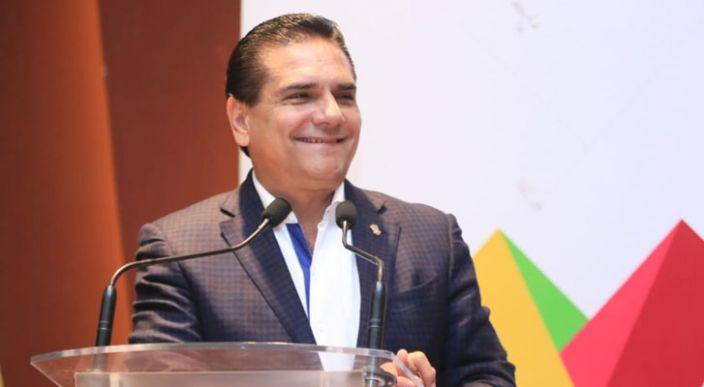Silvano Aureoles Gobernador de Michoacán y su hermano se reunían con líder de Los Caballeros Templarios