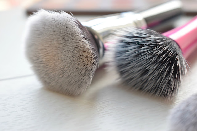 Zoeva Buffer Brush vs Real Techniques Stippling Brush