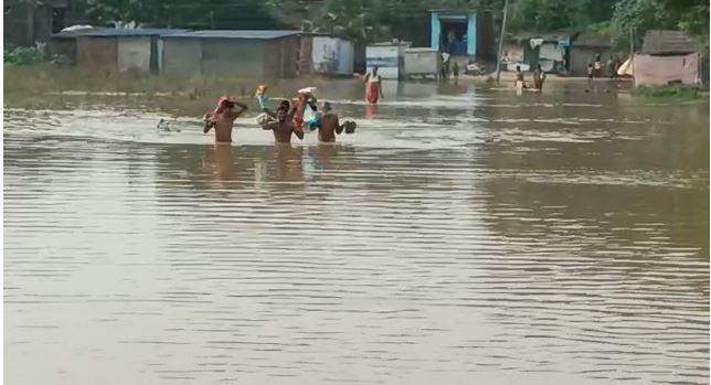 बढ़ रही है गंगा और सोन नदी का जलस्तर, मनेर दियारा क्षेत्र के लोगों में दहशत,देखे वीडियो
