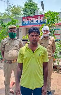 माधौगढ़ पुलिस द्वारा अवैध शराब के साथ अभियुक्त गिरफ्तार  Madhugadh police arrested accused with illegal liquor                                                                                                                                                                      संवाददाता, Journalist Anil Prabhakar.                                                                                               www.upviral24.in   माधौगढ़ जनपद जालौन उत्तर प्रदेश  आज दिनांक 24.06.2020 को पुलिस अधीक्षक जालौन डॉ0 सतीश कुमार के निर्देशन में थाना कोतवाली माधौगढ़ पुलिस द्वारा अभियुक्त दिलीप कुमार पुत्र प्रेम नारायण निवासी मोहल्ला पटेल नगर कस्बा व थाना माधौगढ़ जनपद जालौन को 15 अदद क्वाटर अवैध शराब के साथ गिरफ्तार किय गया है ।                                                                                                                                                                        संवाददाता, Journalist Anil Prabhakar.                                                                                               www.upviral24.in