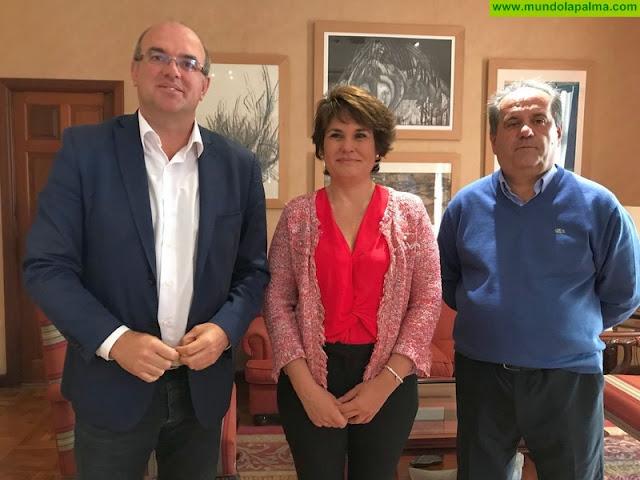 El Cabildo recibe la primera visita oficial de la nueva presidenta de la ZEC para estrechar líneas de colaboración