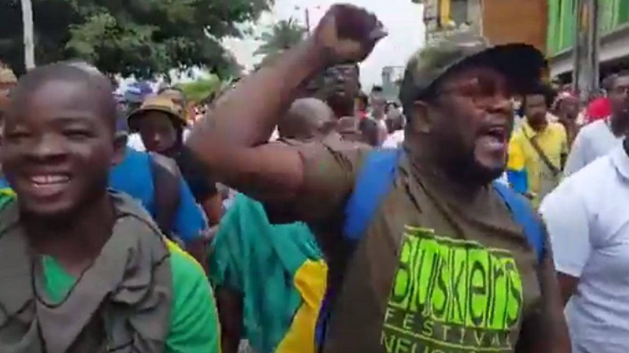 ¡El pueblo no se rinde carajo! - Manifestación en Buenaventura, Colombia