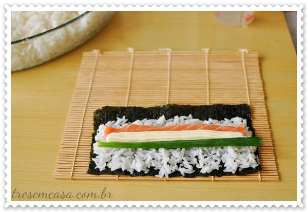 como fazer rolinho de alga