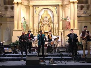 Cantante dominicano José Fermín Ceballos agradece respaldo en concierto navideño en Saint Louis Cathedral, Nueva Orleans, USA
