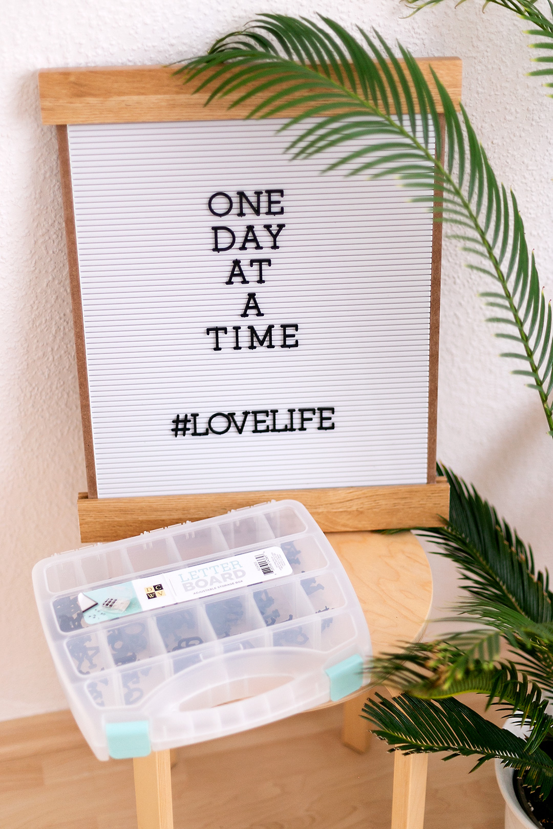 Display your quotes in your home in style with the DCWV letterboard