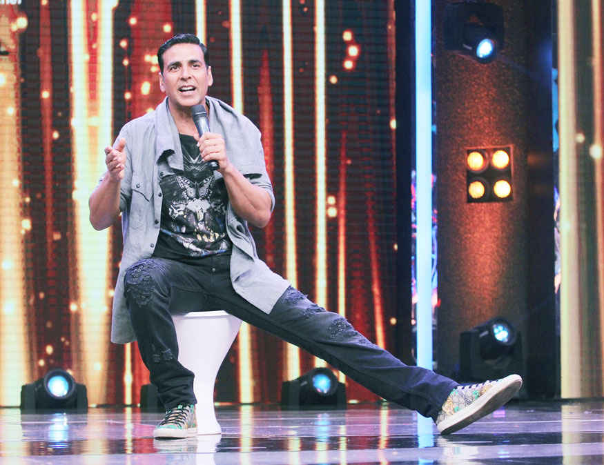 Akshay Kumar Promotes Film 'Toilet: Ek Prem Katha' on The Sets of Sa Re Ga Ma Pa L'il Champs