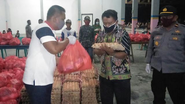 Putra Talaud Fahmi Oksan Awulle Bagikan Bantuan Sosial di Kampung Halamannya