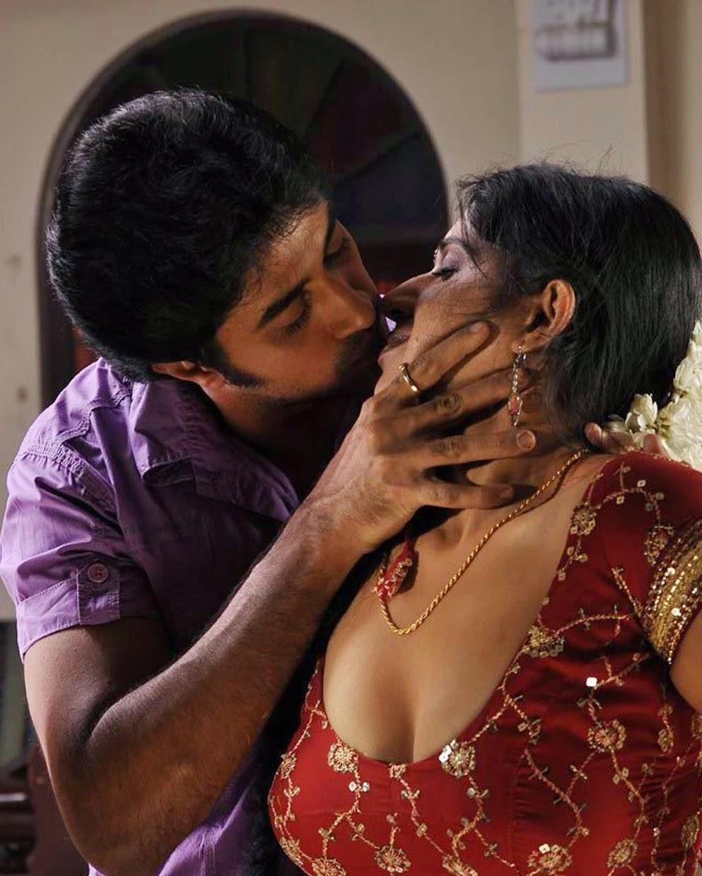 Telugu Aunty Tempting