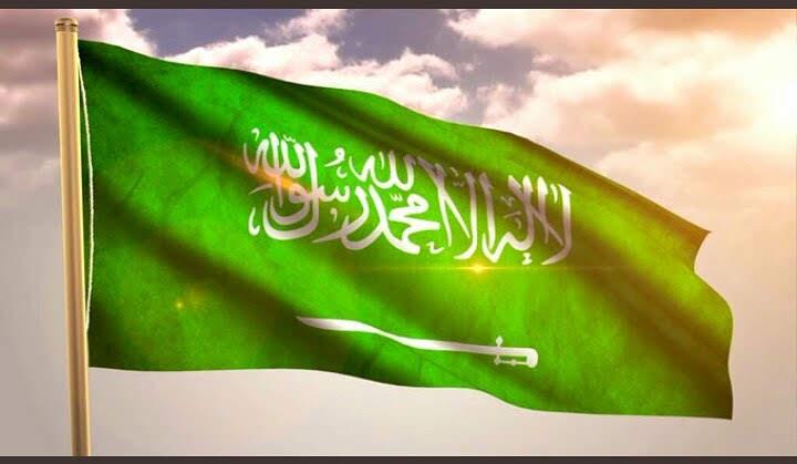 السعودية تخفض إنتاج النفط وترفع ضريبة القيمة المضافة