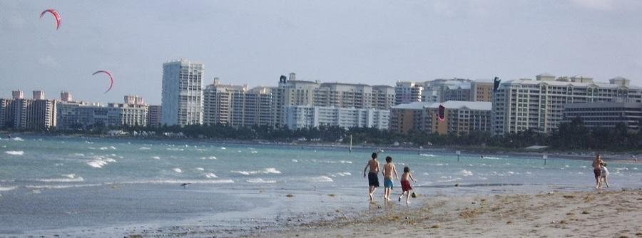 Playa en Crandon Park. De fondo, la villa de Key Biscayne