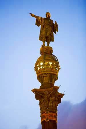 Estatua de Cristóbal Colón en el Port Vell en Barcelona, España.