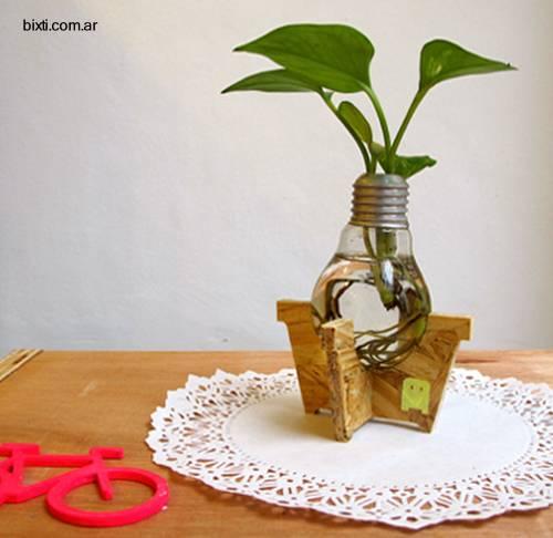 Lamparilla eléctrica reciclada como adorno del hogar