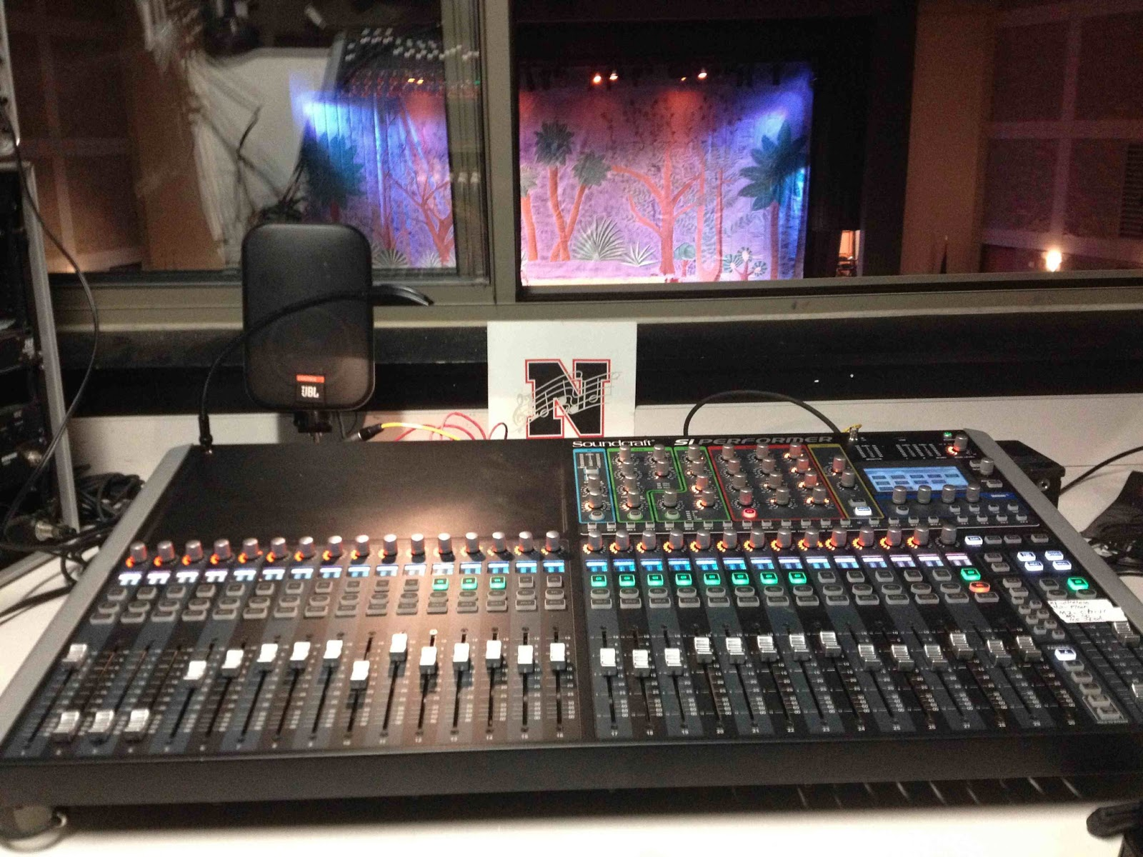 harman soundcraft si performer 3 32 channel console takes the stage at northview high school s. Black Bedroom Furniture Sets. Home Design Ideas