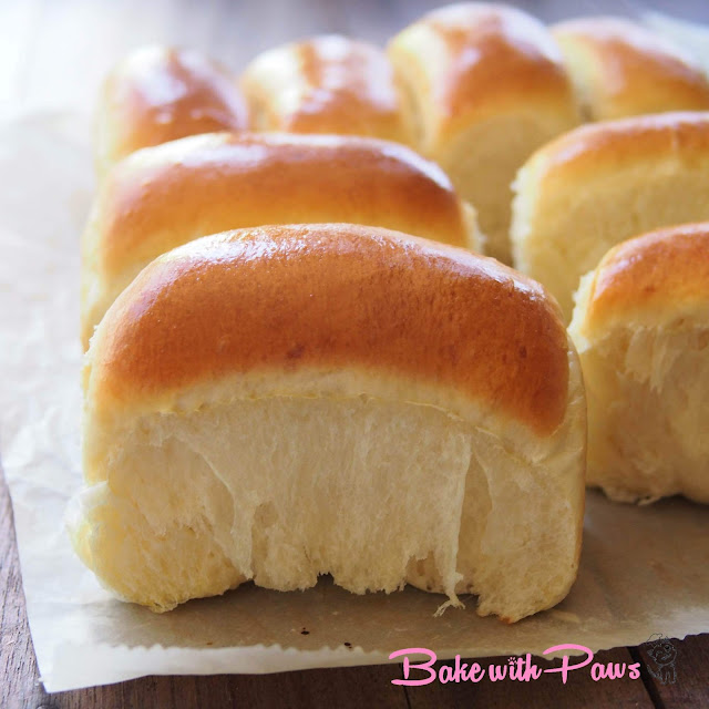 Soft and Fluffy Cream Cheese Buns