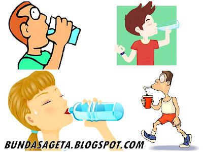 Efek Berbahaya Minum Sambil Berdiri Bunda Sageta
