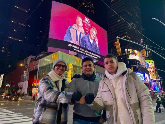 New York reconoce el éxito de Gio y Gabo con un Billboard en Times Square