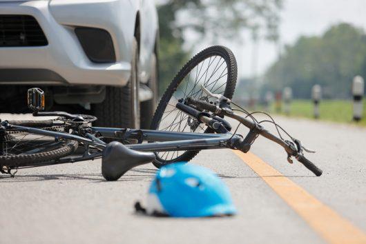 Sufre grave accidente en bicicleta, pero su reloj le salva la vida