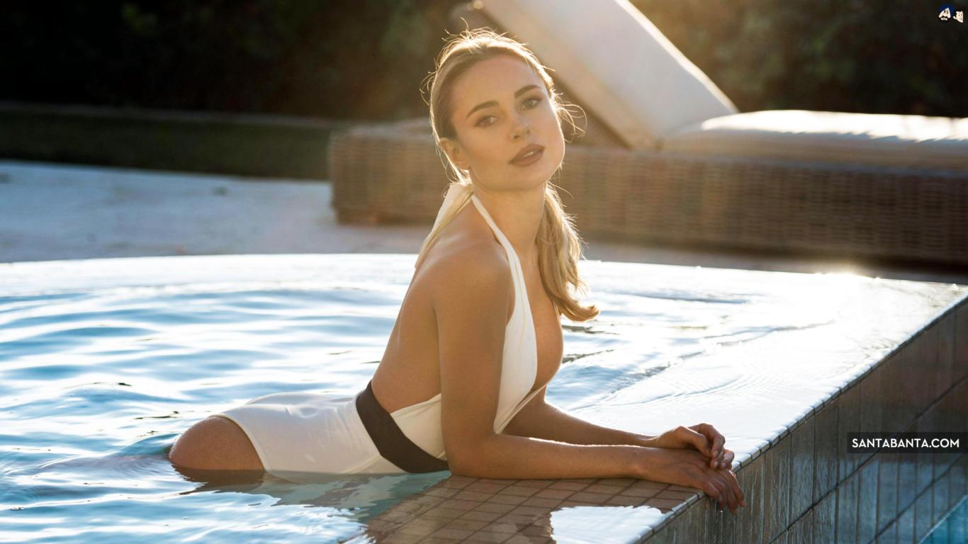 Kimberley Garner in Pool Hot Wallpaper
