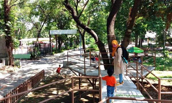 lokasi kebun binatang surabaya