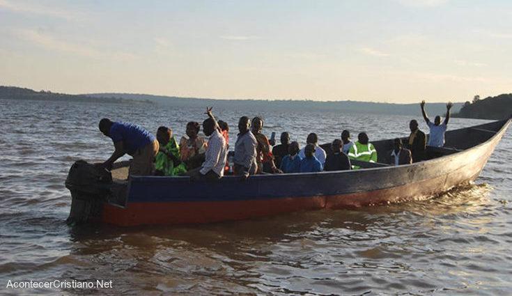 Evangelismo a islas en barco